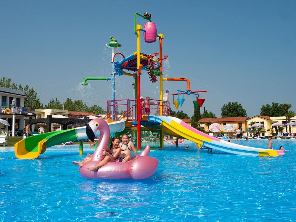 Villaggio vacanze con piscina lago di garda il - Residence lago di garda con piscina ...